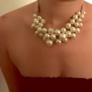 Adjustable chunky pearl necklace